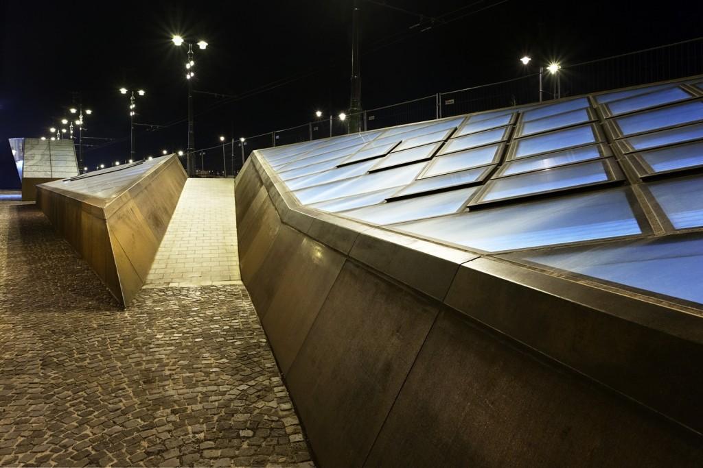 Станции-близнецы между двух берегов / M4 / Sporaarchitects