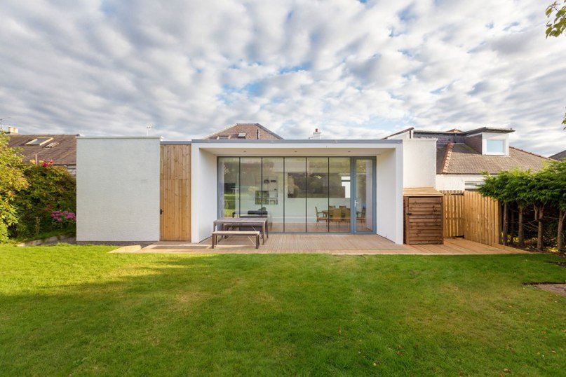"""Clever Extension for 1930's Dwelling in Scotland: """"House in Edinburgh"""""""