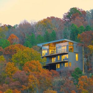 Wesley Walls embeds multi-level home into forested Arkansas hillside